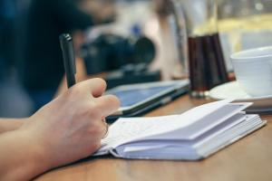 Angajator strain si plati catre salariati. Cum arata lista oficiala de obligatii?
