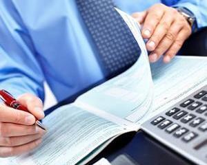 Servicii furnizate pe cale electronica de PFA neplatitor de TVA. Facturare comision