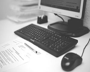 Inlocuirea contractelor de munca cu cele de prestari de servicii ca PFA sau SRL. Studiu de caz