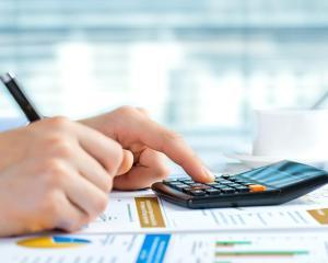 Cum poate PFA sa deduca cheltuielile cu asigurarea de viata si pensia privata